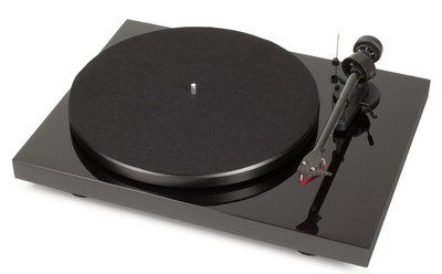High-Fi Belt Drive Carbon Turntable With Polished Finish