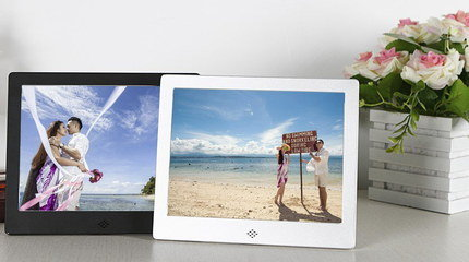 HD Digital Picture Frame Showing Beach Scene