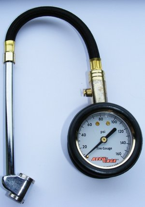Tyre Pressure Gauge With Black Tube