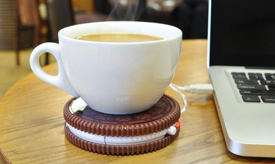 Hot Cookie Styled USB Tea Warmer Plugged In Notebook