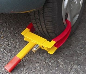 Hyfive Caravan Wheel Clamp Red And Yellow Metal Finish
