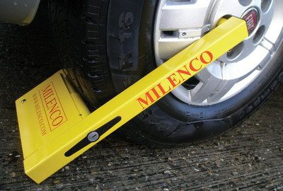 Milenco Small Wheel Clamp For Caravan In Yellow Finish
